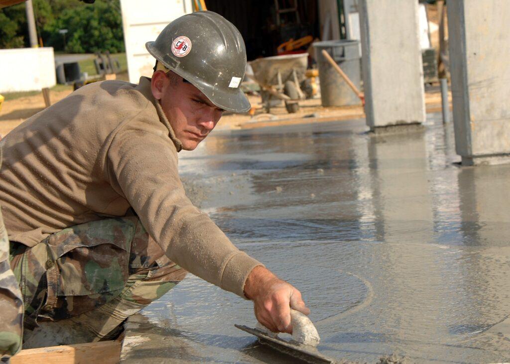 Течност за отстраняване на остатъци от изсушен бетон
